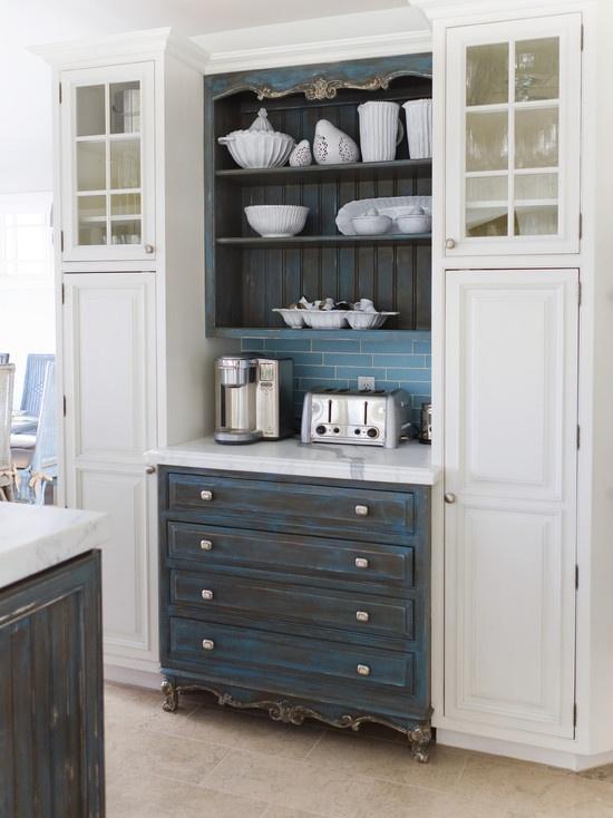 Interesting way to add color to a bright pristine kitchen.