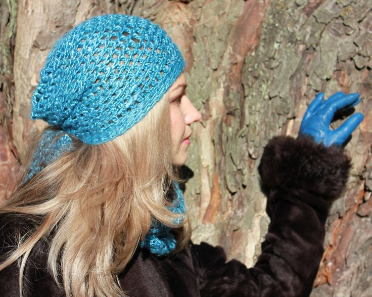 Slightly slouch hat in turquoise. 100% hand spun and hand dyed Mulberry Silk.