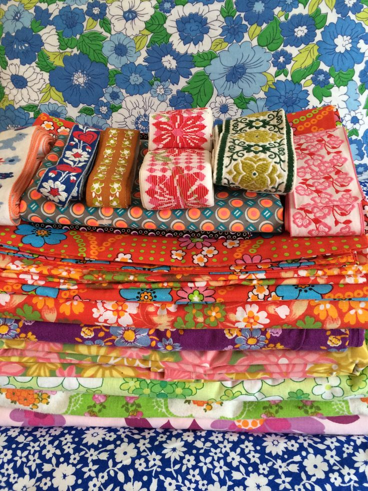 Retro vintage stoffen en sierband Retro vintage fabric and trim