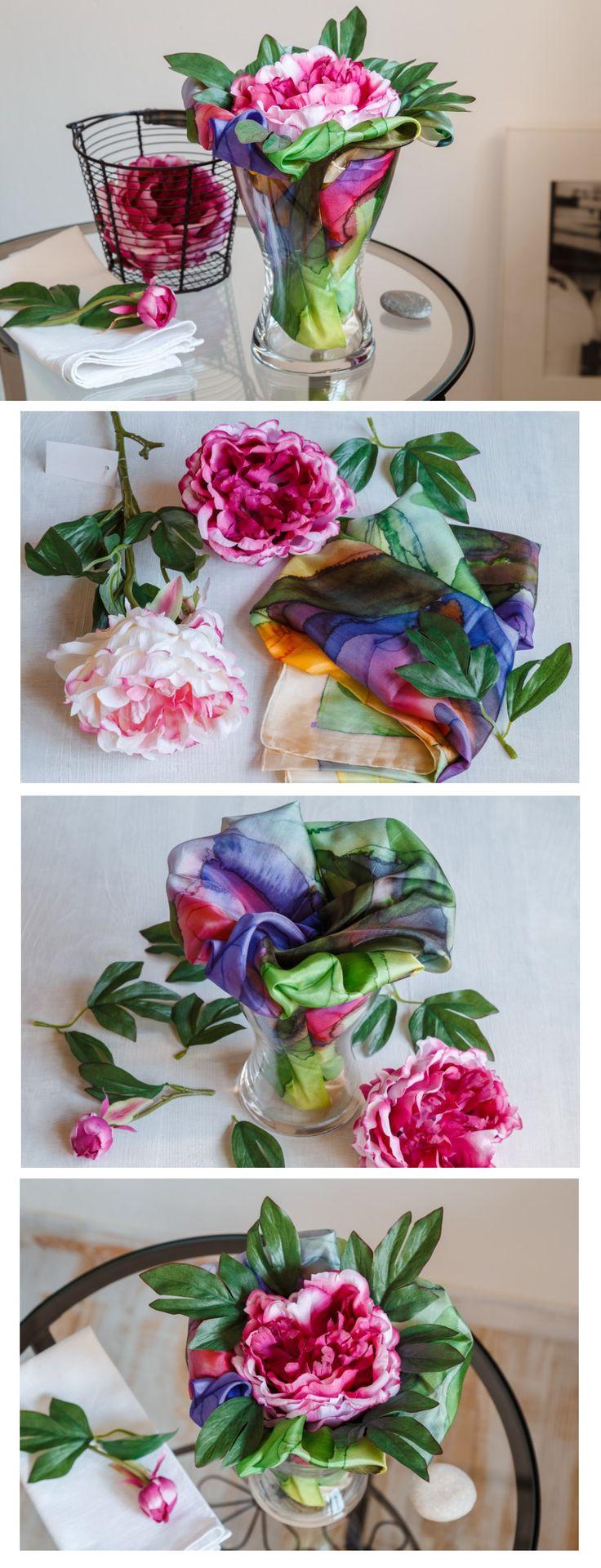 Vyzkoušejte aranžmá z umělých pivoněk (seženete je na našem e-shopu) a hedvábných šátků. Většina květin je zhotovená tak, aby šly jednotlivé části rostliny rozebrat a spojit zase dohromady. Textilní květina si přímo říkala o spojení s dalším textilem.