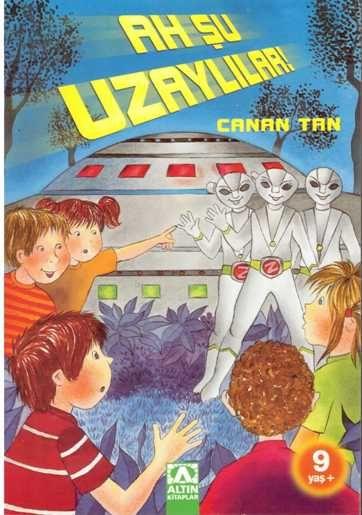 Beş arkadaştan oluşan Şirinler Grubu, bir orman kampı sırasında kendilerini olağanüstü olayların içinde bulur.  Uçan daireleriyle uzak yıldızlardan gelen gümüş renkli yaratıklar, uzayın derinliklerindeki bir serüvene davet eder Şirinler Grubunu...