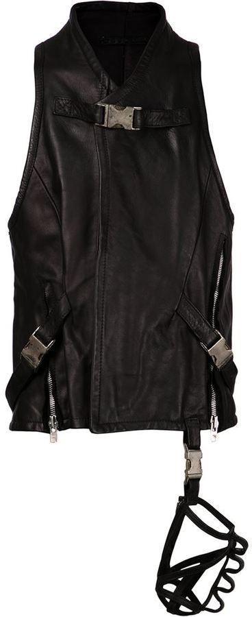 €570, Schwarze Leder Ärmellose Jacke. Online-Shop: farfetch.com. Klicken Sie hier für mehr Informationen: https://lookastic.com/men/shop_items/131416/redirect