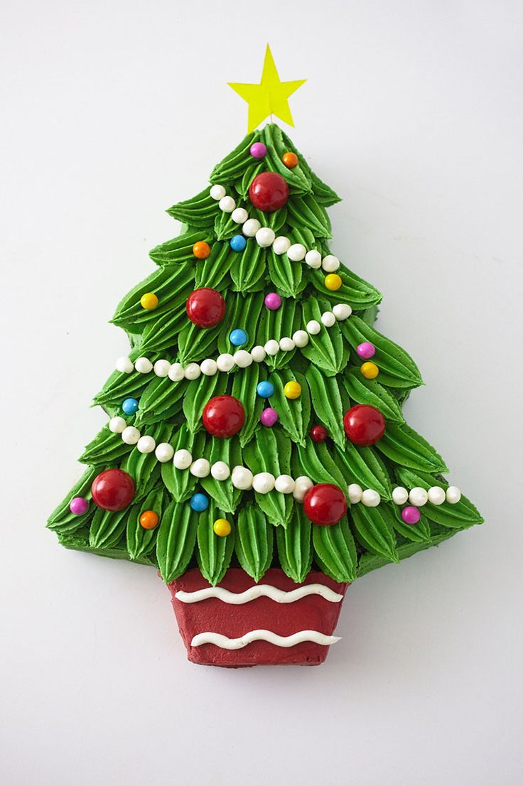 How to make a Buttercream Christmas Tree Cake dessert - Step by Step instructions by @thecakegirls