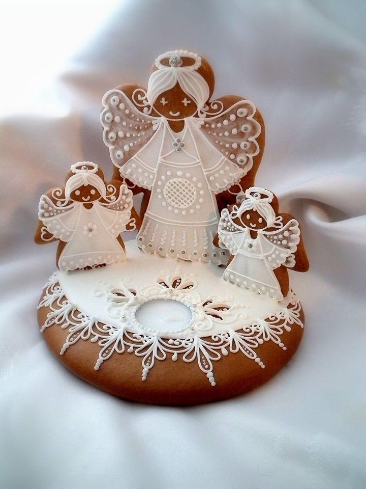 Karácsonyi mézeskalács asztali dísz angyalokkal.