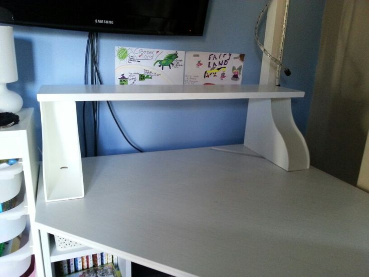 Additional shelf for a desk made with Ikea Knuff magazine files. I attached the files to the board using a staple gun and painted all in a white satin paint.