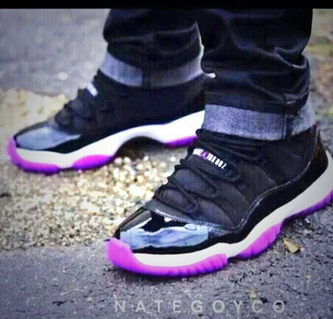Air Jordan Retro 11 Womens Shoe Black Pink shoes