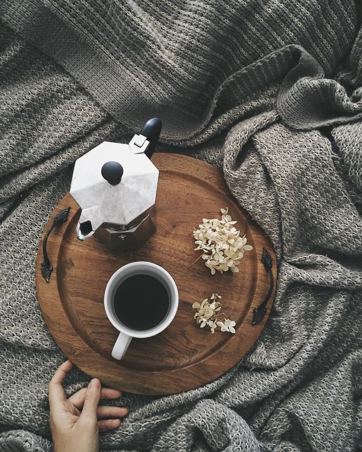 Happy Saturday! The forecast is calling for snow, so giant blankets and coffee are essential this morning. ☕️ And let me introduce you to this fabulous wooden platter that I rescued from the thrift store. Can you believe it?! $1 ...and worth every penny!
