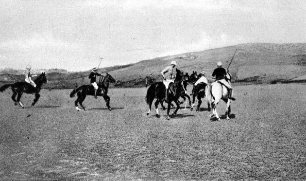 Partida de Polo en el Country Club de Tánger (Bubana) http://www.guiadetanger.com/Tanger_1930:_La_Ciudad_Nueva.html