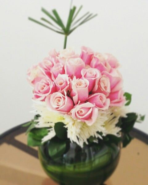 rosas y pompones para decorar y regalar flowerarregement