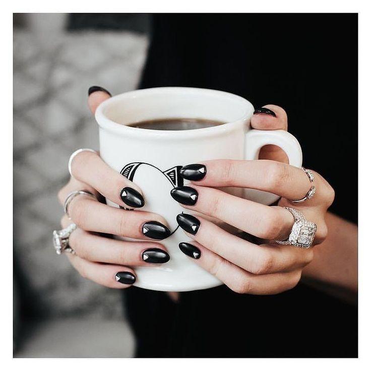 Καλημέρα! Θα διαλέγατε το #μαυρο στο #μανικιουρ σας τώρα το #φθινόπωρο ;  Για ραντεβού στο σπίτι σας κρατήσεις τηλέφωνο  215 505 0707 #myhomebeaute #νύχια #μανικιούρ #γυναικα #ομορφιά  #σχέδιο #σχεδιασμούνύχια  #φθινοπωρο