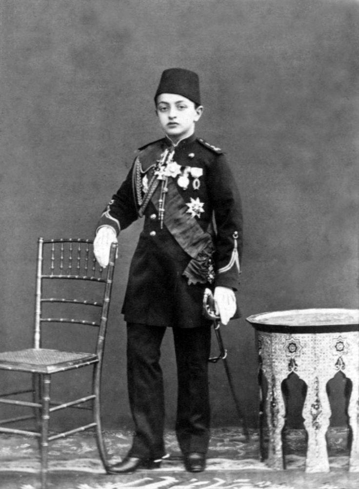 Sultan II. Abdülhamid'in Aile Albümü'ndeki fotoğraflar Yıldız Sarayı'ndan kesitlerle başlıyor,…