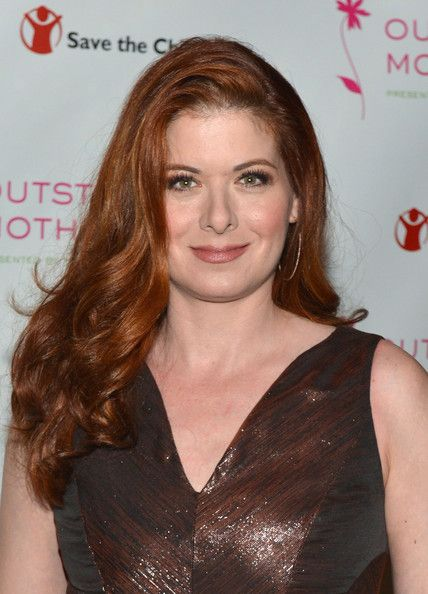 Debra Messing Long Wavy Cut - Debra Messing's lovely red locks looked totally glamorous and chic when styled into side-parted waves.