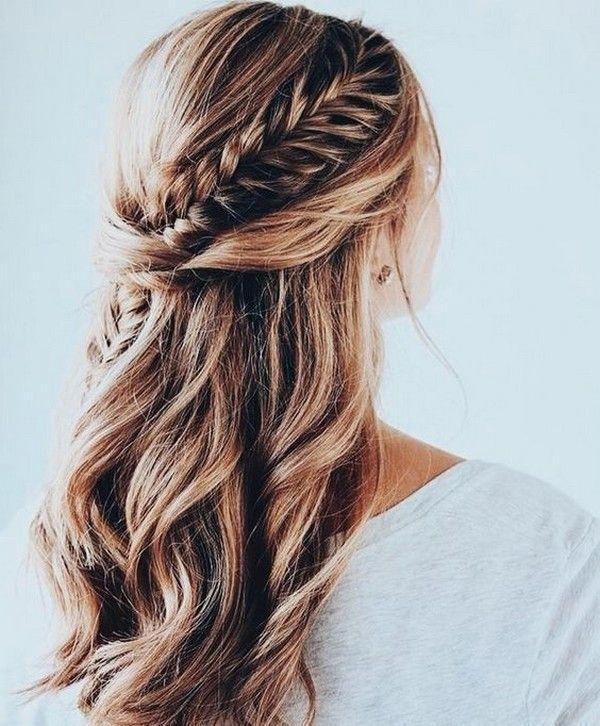 braids half up half down wedding hairstyle #weddinghairstyles #bridalhairstyles #bridalfashion #weddingtrends