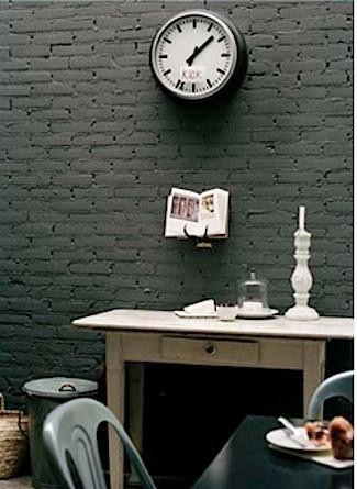 Las 25 mejores ideas sobre paredes de color gris oscuro en for Muebles oscuros que color de pared