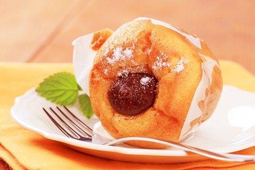 Мини-кексы с мусковадо и печеными сливами