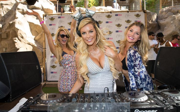 Crystal Hefner Photos DJing at the REHAB Pool Party :http://vegas.travelivery.com/crystal-hefner-photos-rehab-pool-party/