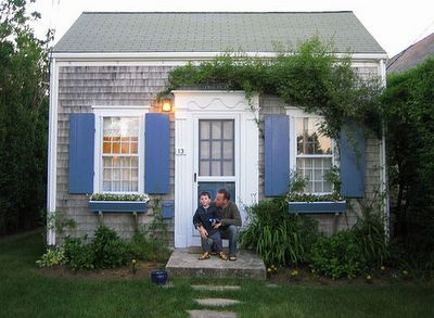 Nantucket cottage with elaborate entry