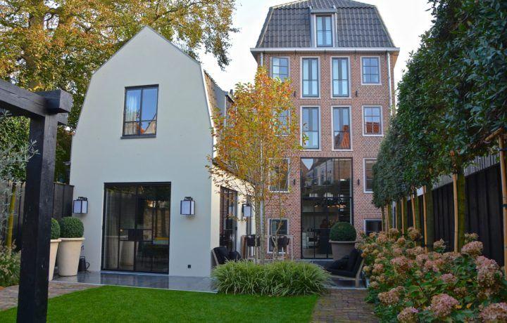 Grote Stadstuin Bij Monumentaal Grachtenpand In Hoorn Tuin Stadstuin Zweeds Huis