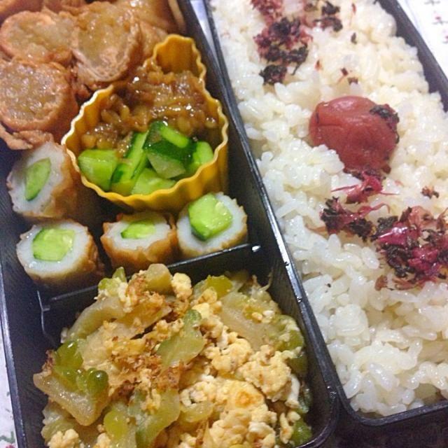 今日のお弁当は、夫のみです。  少年Hは、スポーツ施設と実業団の練習見学に出かけ、午前中で帰ってくる予定です。  蝉しぐれが賑やかですが、台風も迫っているんですよね。  五分搗き米ご飯、鰹梅 モヤシの肉巻き ゴーヤと卵のチャンプルー 竹輪胡瓜 味噌胡瓜 - 11件のもぐもぐ - モヤシ肉巻き弁当 by Yukarisnaka