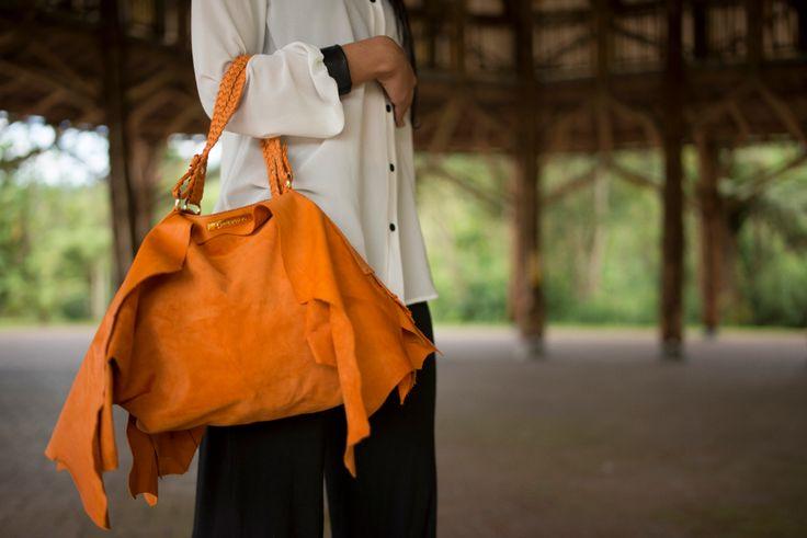 Paulina Botero es una marca de carteras y accesorios en cuero.  Nuestros  materiales son totalmente exclusivos y cada diseño es único y sofisticado.   http://www.feriaburo.com/participante/moda/121-paulina-botero