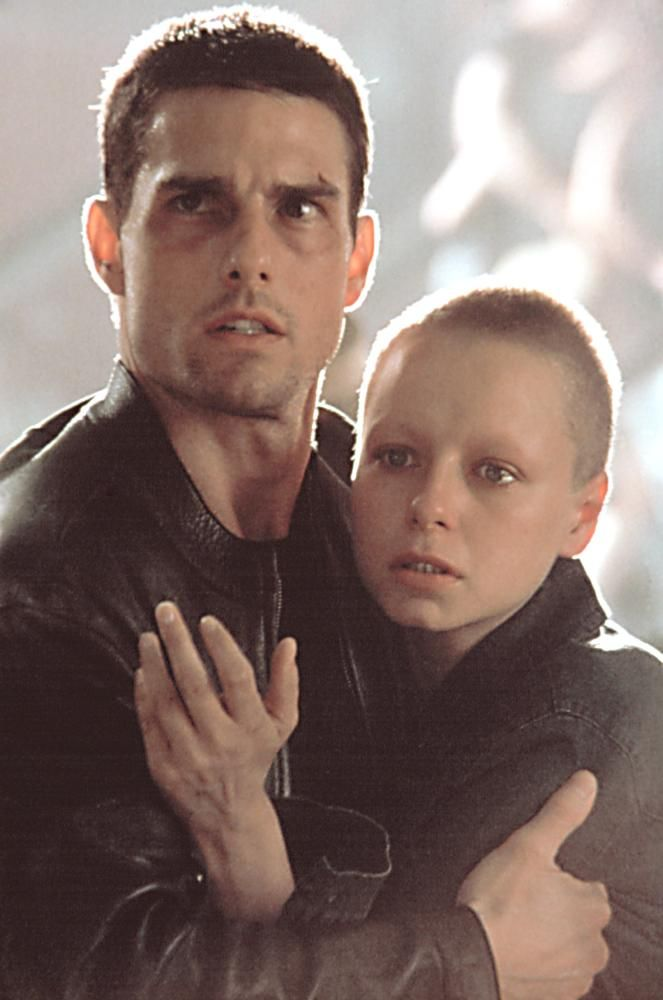 best minority report ideas shop and shop touch tom cruise and samantha morton in minority report 2002 director