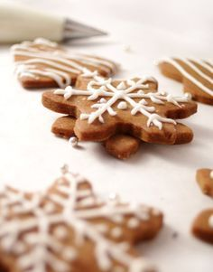 A recipe for delicious orange zest gingerbread. Its easy to make and fun to decorate - perfect for the Christmas holidays!