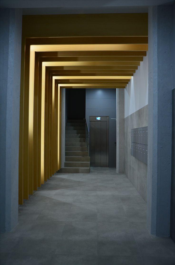 Monente Arquitectura y la rehabilitación de un edificio, expertos en cubiertas, fachadas y accesibilidad. Sin olvidar la importancia del diseño en los espacios. Sensaciones, iluminación. Unión entre madera y led.