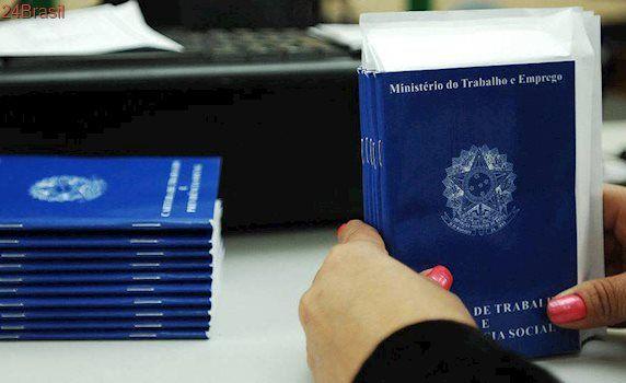 Projeto permite demitir e terceirizar, diz Paim; deputado rebate