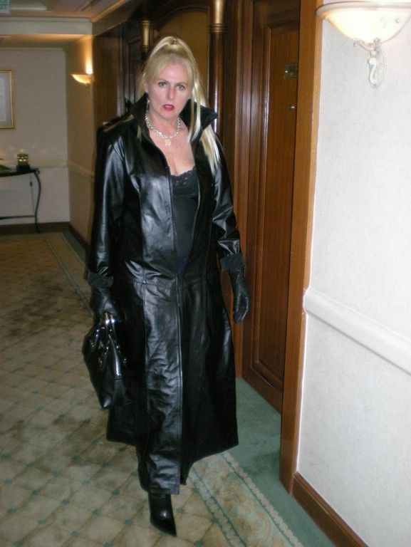 Women Having Sex In Leather Gloves 80