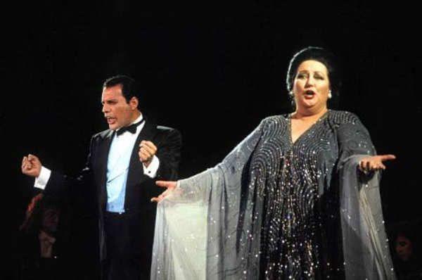Freddie Mercury(nacido comoFarrokh Bulsara,23 enguyaratí: ફારોખ બલસારા,Stone Town,Zanzíbar;5 de septiembrede1946-Kensington,Londres,Reino Unido;24 de noviembrede1991) fue uncantante,compositorymúsicobritánicode origenparsieindio,4 conocido por haber sido el fundador y vocalista de la banda derockQueen.María de Montserrat Bibiana Concepción Caballé i Folch(Barcelona,12 de abrilde1933o19381) es unacantantelírica española con tesitura desoprano. Considerada…