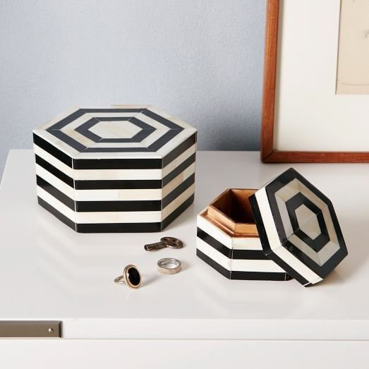 Beautiful black and white jewelry boxes.