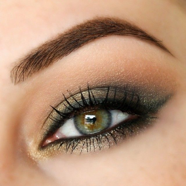 Mac Greensmoke and Sumptuous Olive together a little bit of Carbon mixed in, and Soft Brown to blend. Tarnish eye kohl to line.