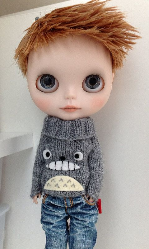 Blythe Boy - Totoro sweater. I want that sweater for me.