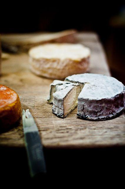 noperfectdayforbananafish:  via French Cheese Platter —Selles Sur Cher