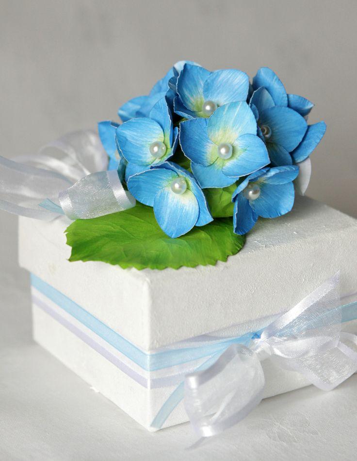 Cutiuta de cadouri, cu flori albastre de hortensie de irinarosca Breslo