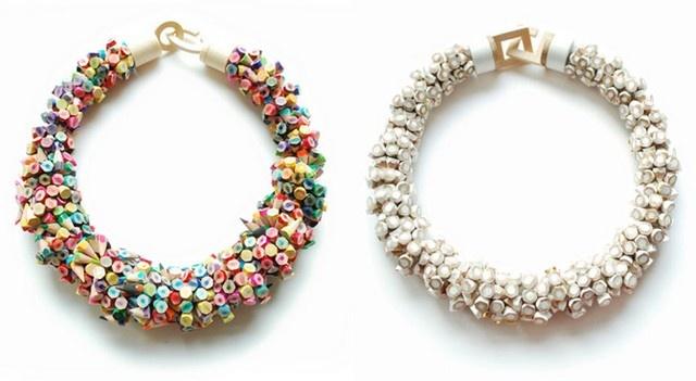 Zaujímavé šperky od Iris Tsante sú vyrobené z ceruziek. Sú ideálne pre milovníkov farieb a nevšedných doplnkov. Iris je súčasťou dizajnérskeho zoskupenia Min-Association spolu s Maaike Ebbinge a Noémie Doge. Spolu študovali na Gerrit Rietveld Academy v Amsterdame.