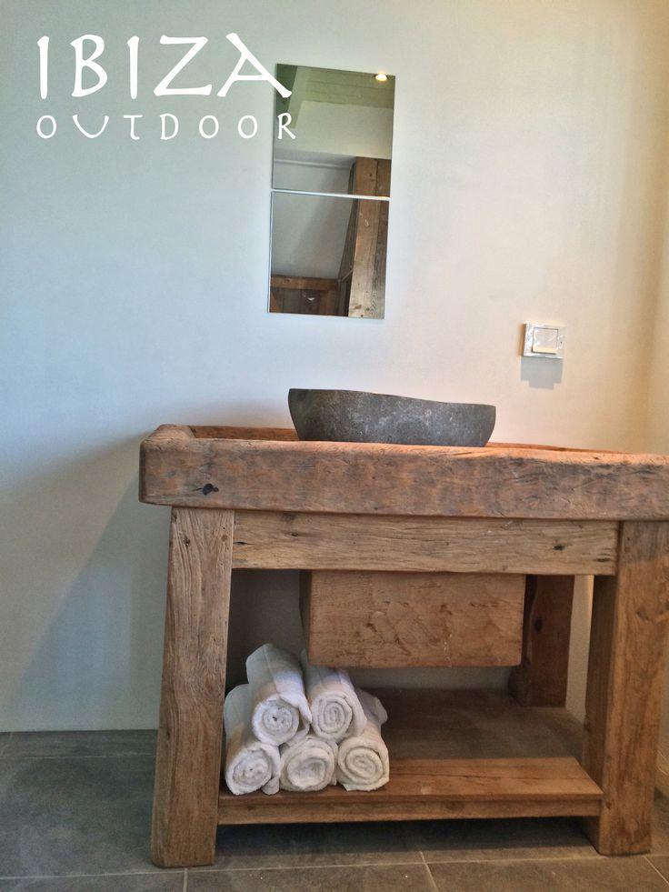 Leuke foto ontvangen van de robuuste rustieke wastafel meubel, erg leuk komen te staan in deze badkamer, dank voor de foto! Bovensteel ook leuk om als salontafel te gebruiken. bij interesse mail naar ibizaoutdoor@gmail.com ook voor een afspraak in de loods. gr Mees