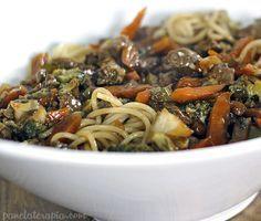 Esse prato é tipo um Yakisoba Italiano, manja? Hahahahaha, eu faço sempre e adoro! Não chamo de Yakisoba porque uso espaguete e os legumes que eu tiver em casa no dia. Também não precisa se preocup…