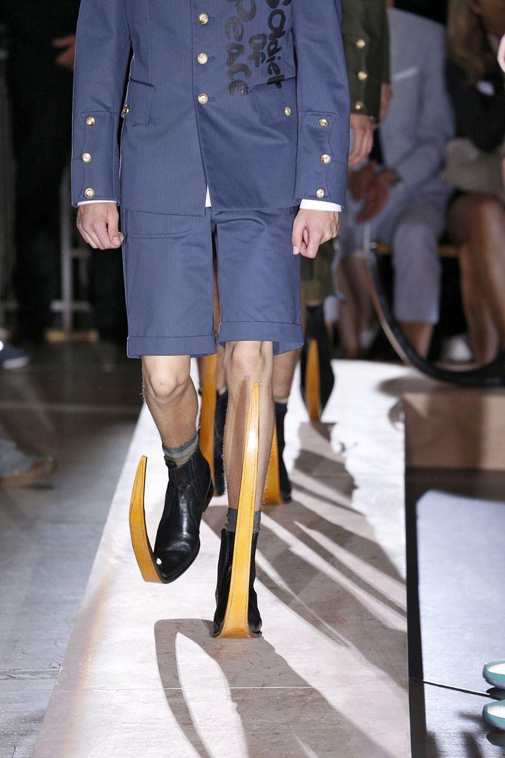 Comme des Garçons Primavera/Verão 2015, sapatos inspirados nas poulaines da Idade Média