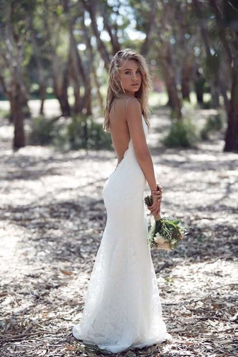 Mooie Bohemian trouwjurk van kant met sexy lage open rug