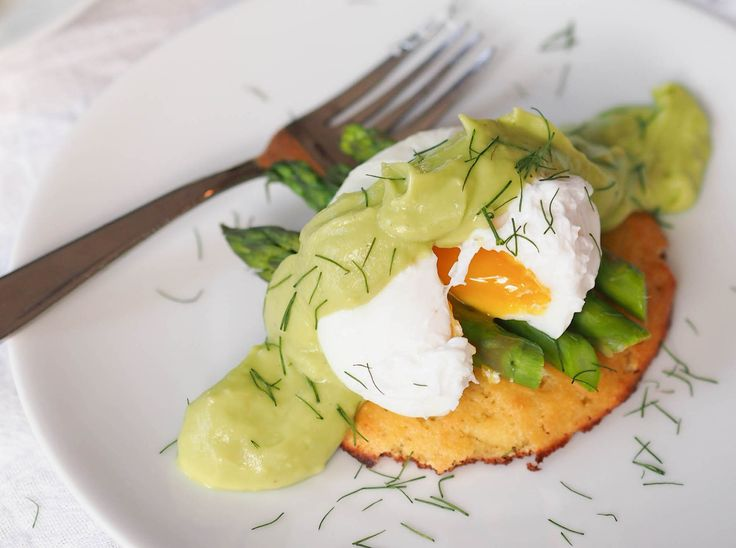 Poached Eggs With Avocado Hollandaise