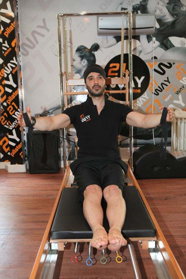 Türkiye'de sadece pilates alanında değil birçok branşta en çok master trainer'lığa sahip olan Koray Yağmur, kurduğu 21 Way Pilates ile yaza formda girmek isteyenler için özel programlar hazırlıyor. - See more at: http://mayatta.com/21-way-pilates-kurucusu-koray-yagmur