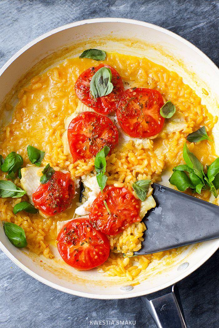 Sola z pomidorami na szafranowym risotto  Danie z jednej patelni
