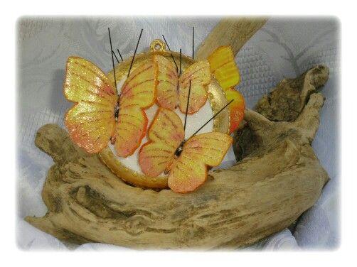 Med. Con farfalle triple gialle