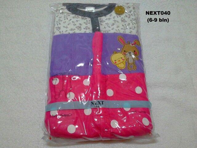 #Sleepsuit Next (NEXT040) ~ 130ribu ~ Ukuran : 9M. Untuk umur : 6-9 bln. Panjang badan bayi 68-74cm (8-9.5 kg) ~ Sleepsuit Next ini terdiri dari 3 baju dalam 1 paketnya (Lengan panjang & celana panjang tutup kaki yang menyatu)