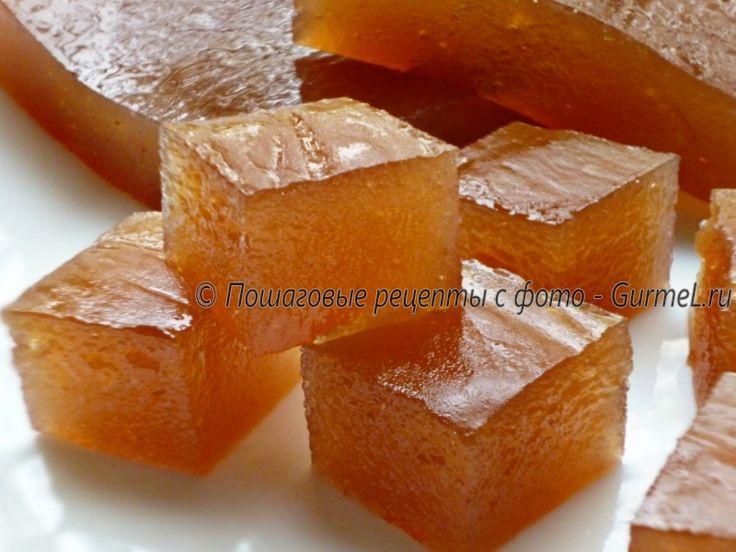 Полезная и доступная сладость - упругий кисло-сладкий яблочный мармелад. Согласитесь, пласт мармелада выглядит аппетитно, но если кусочки такого мармелада