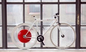 Motores rodas sustentáveis impulsionam ciclistas nas subidas sem emissão de poluentes.