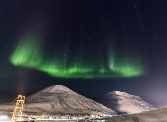 See the Northern Lights close to the North Pole! #Longyearbyen