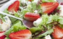 salada de folhas com morangos ao vinagrete balsâmico - 5