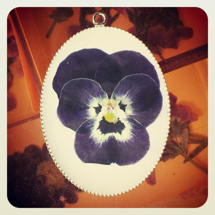 spring collection #pendant #kettenanhaenger #stiefmuetterchen #flower #vintage